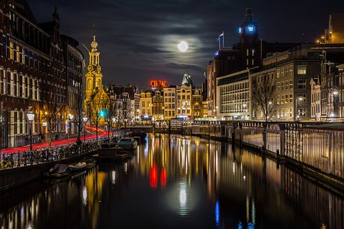 Volle maan boven de Bloemenmarkt