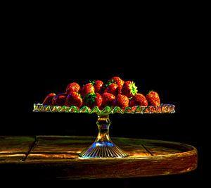 Aardbeien op glazen schaal von ellenilli .