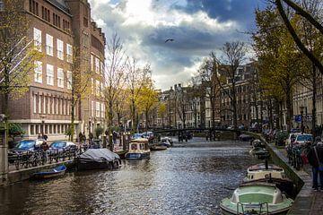 Oudezijds Voorburgwal Amsterdam, herfst van Lotte Klous