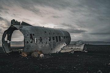 Flugzeugwrack von Sólheimasandur IV von Colin van Wijk