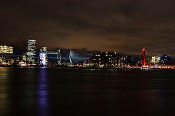 Rotterdam bij nacht van Annelies Cranendonk