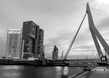 Die Skyline von Rotterdam in Schwarz-Weiß von Marjolein van Middelkoop