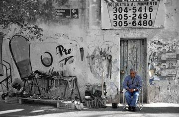 Straatbeeld La Boca, Buenos Aires van Martin Van der Pluym