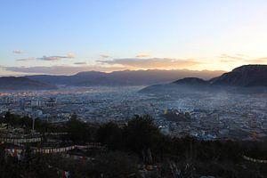 Shangri-la bij zonsopkomst van