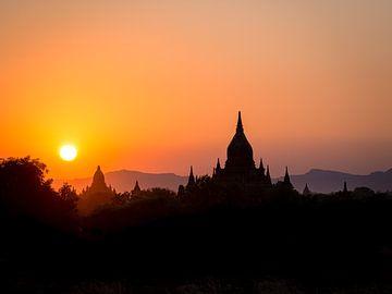 Myanmar - Bagan - Ein Sonnenuntergang in Bagan von Rik Pijnenburg