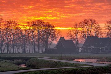 Brandende lucht tijdens zonsopkomst van Stephan Neven
