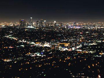 Blick auf die Innenstadt von Los Angeles bei Nacht von Easycopters