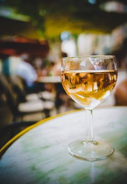 Un verre de rosé sur Daphne Groeneveld