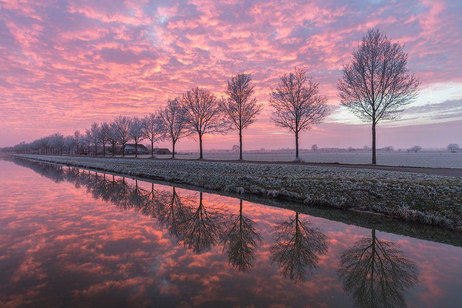 Een perfecte zonsondergang aan het water #2 van Edwin Mooijaart