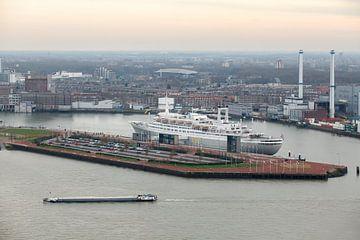 SS Rotterdam Cruise Ship sur