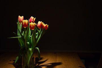 Tulpen auf dem Tisch von Arthur Hooijer