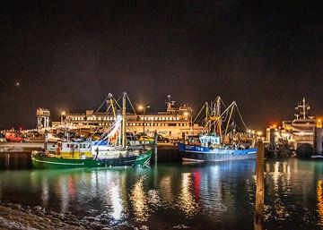Vissersschepen in de nacht  van West Terschelling