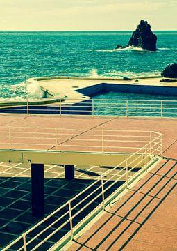 Openlucht zwembad Funchal, Madeira. van Hennnie Keeris