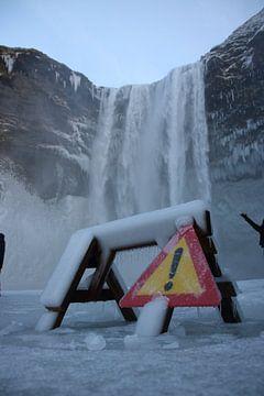 Waterval in de winter van Koen van der Werf