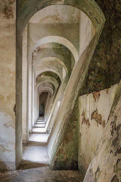 Durchsichtige Figuren aus Beton von Bjorn Renskers