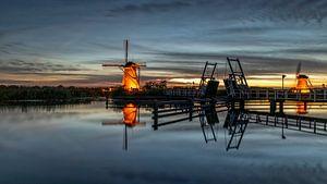 Verlichte windmolens Kinderdijk van Cor de Bruijn