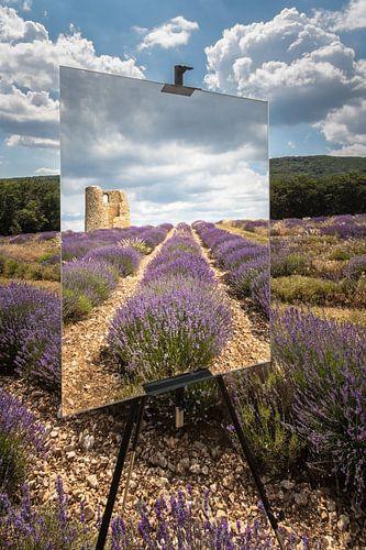 Spiegel of schilderij in een lavendelveld met een ruïne