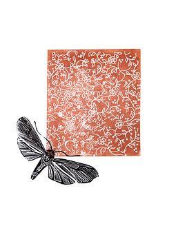 lino print, bloemen met mot bruin van