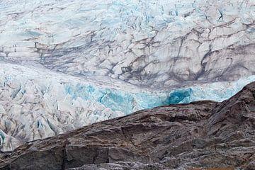 Gletsjer met blauw ijs in Spitsbergen, Svalbard van Michèle Huge