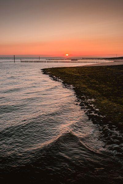 Dijk Westkapelle zonsondergang sur Andy Troy