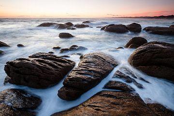 Das Meeresrauschen an den Salmon Rocks - Australien von Jiri Viehmann