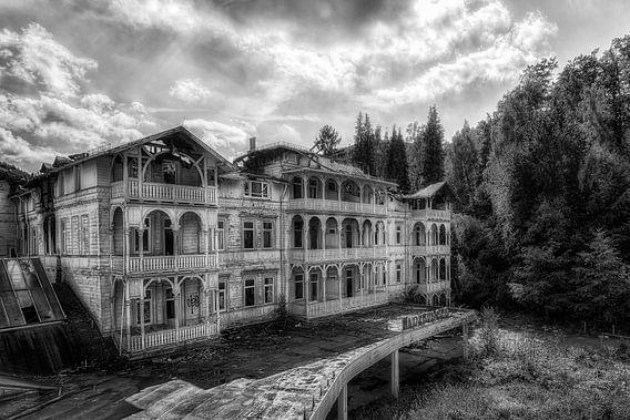 Verlaten plaats - Grand Hotel van Carina Buchspies