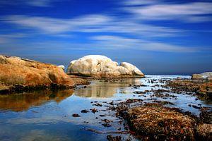 Reflectie van wolken aan de kust van Kaapstad