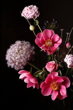 Bloemen boeket met pioenrozen van Astrid Sterk