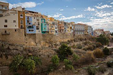 Huizen in dal van dorp Joiosa in Alicante, Spanje van Joost Adriaanse