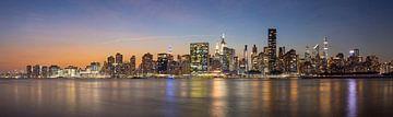 De skyline van Manhattan van Hans van der Grient