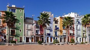 Kleurrijke huizen aan de boulevard van het pittoreske Villajoyosa