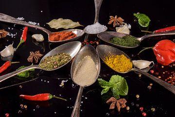 Stilleven met kruiden op tafelzilver van Marjan Noteboom