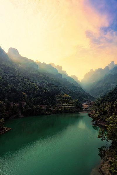 Sunrise in the Tianmen Mountains van Cho Tang
