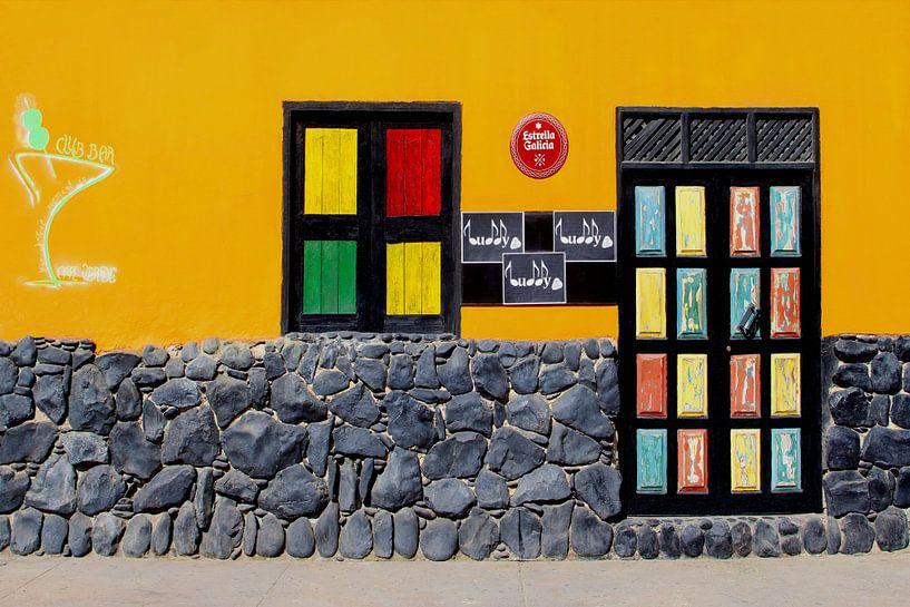 Café bar, Kaapverdië van Inge Hogenbijl