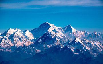 Besneeuwde bergtoppen in de Himalaya, Nepal van Rietje Bulthuis