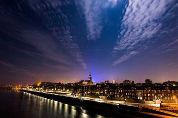 Nijmegen bij volle maan van Maerten Prins