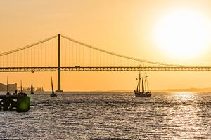 Ponte 25 de Abril in Lissabon van