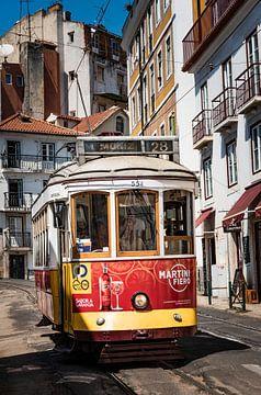 tram in Lissabon van Cindy Schipper
