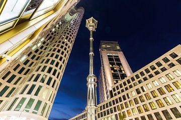 Berliner Wolkenkratzer am Ku'damm mit Laterne von Frank Herrmann