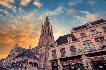 De toren van De Grote Kerk van Breda, tijdens een prachtige ochtend van Martijn Mureau