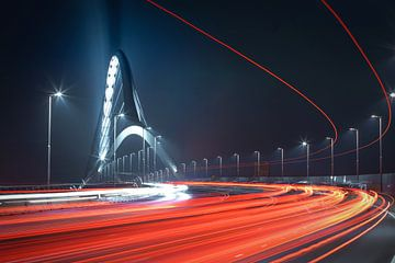 De Oversteek Nijmegen by Night van Nicky Kapel