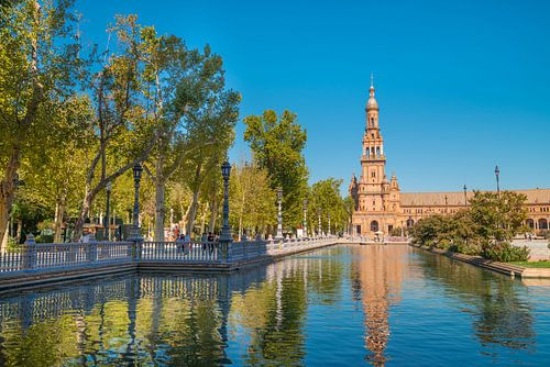 Toren op Plaza de Espana in Sevilla van