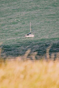 Een schip op zee in Normandië van Veri Gutte