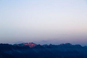 Zonsopkomst in de Oostenrijkse alpen. Rustig licht van Hidde Hageman