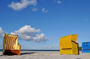 blauwe en gele strandstoelen in Binz