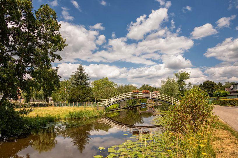 Voetgangers brug over de Giesen van Bram van Broekhoven
