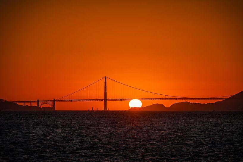 Zonsondergang achter de Golden Gate Bridge van Wim Slootweg