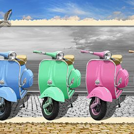 Bunte Vespa-Motorroller im nostalgie Rahmung von Monika Jüngling