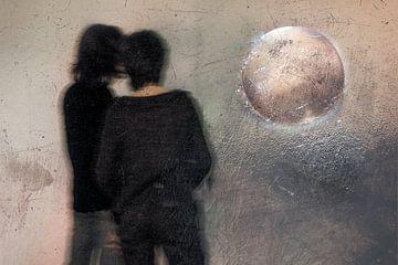 Freundinnen, die auf die Erde schauen von Marijke de Leeuw - Gabriëlse