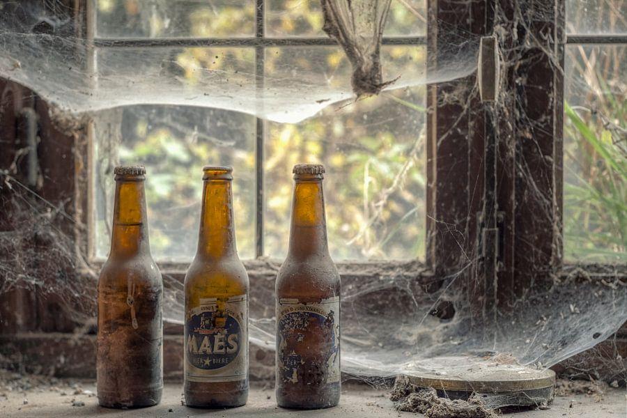 Verlaten plaats - bier met spinnenwebben